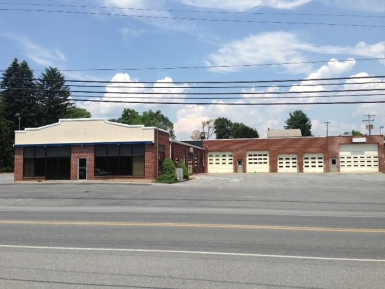 COMMERCIAL REAL ESTATE AUCTION - FORMER KLEINFELTER'S CHEVROLET